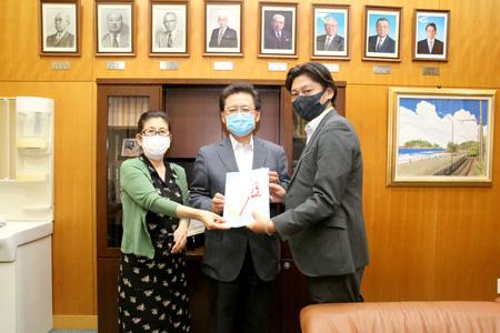 藤沢市医師会-応援メッセージ集贈呈式